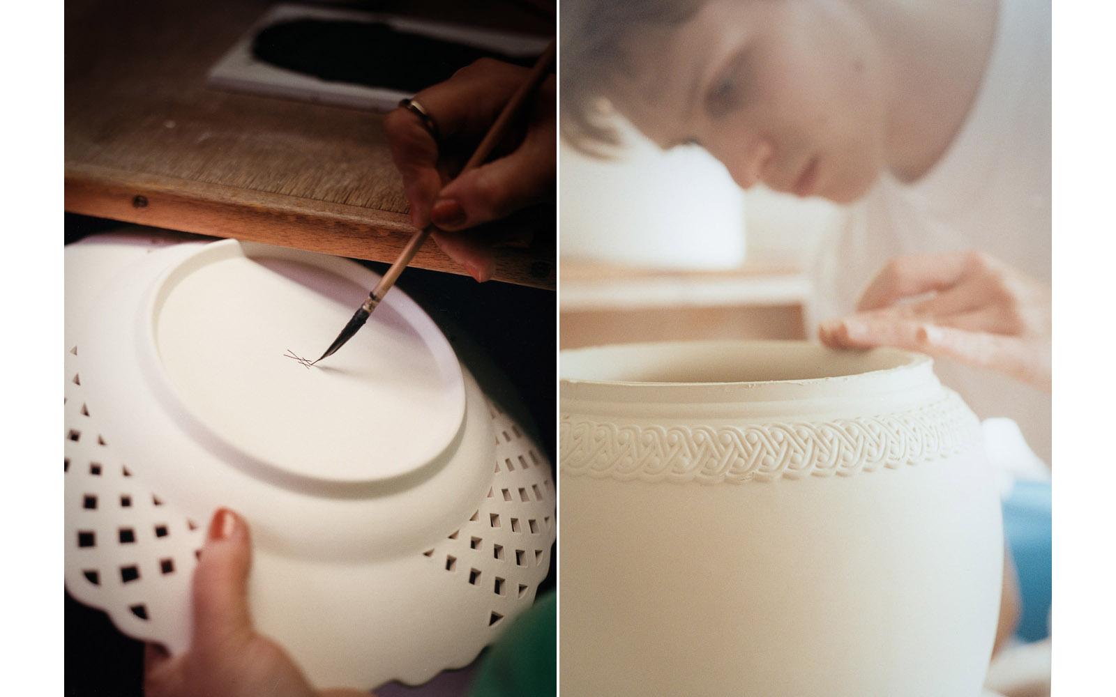 Das Signet der Manufaktur, bei der Fertigung einer Vase