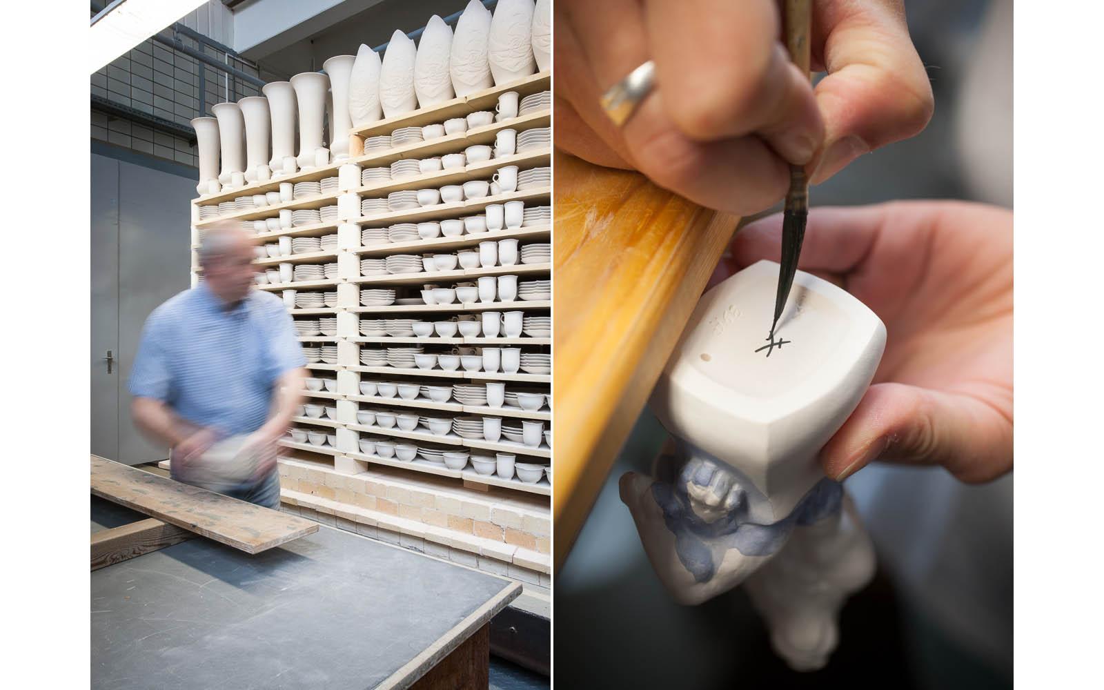 Porzellan wird für den Brand vorbereitet, das Signet der Manufaktur